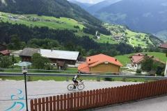 Abfahrt vom Rohrberg - im Hintergrund die Kehren hinauf nach Hainzenberg