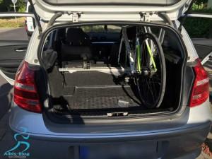 Rad steht sicher und kompakt im Kleinwagen