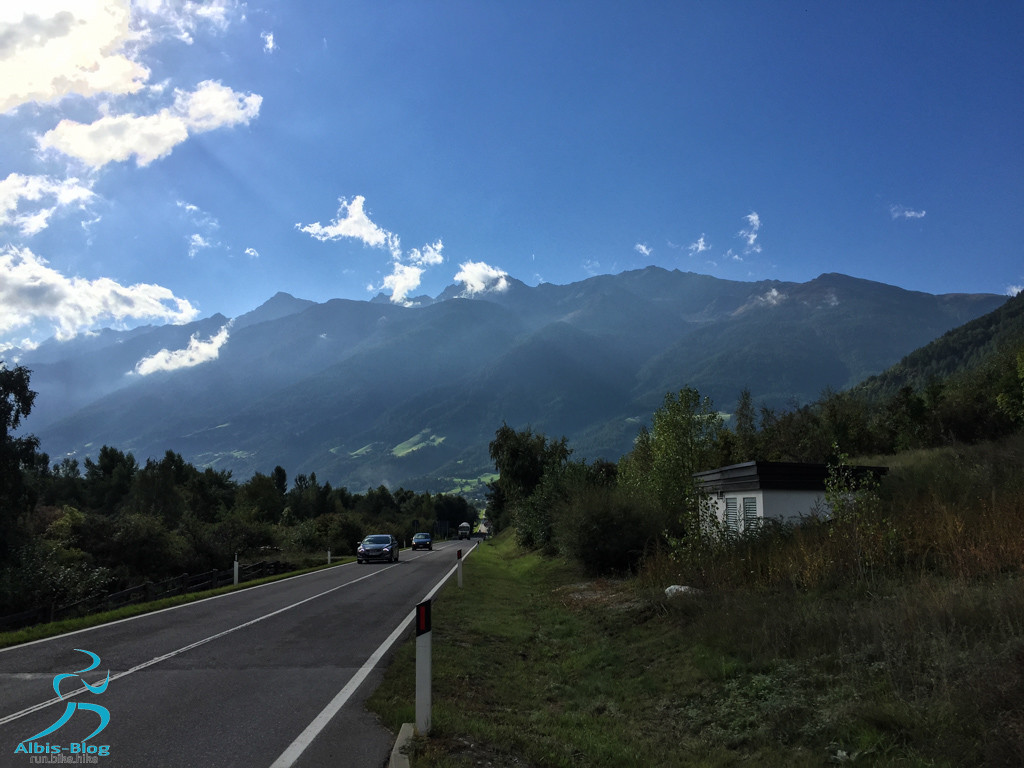 Landstraße von Glurns nach Prad am Stilfser Joch